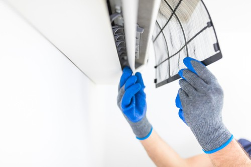 Cleaning aircon filter